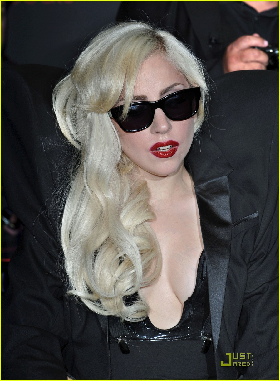 lady-gaga-the-fame-monster-10.jpg