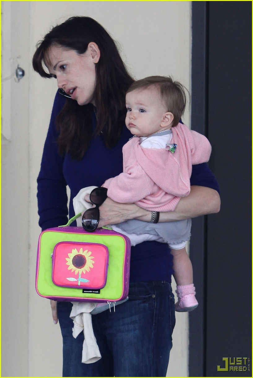 jennifer garner multitasking mom 18