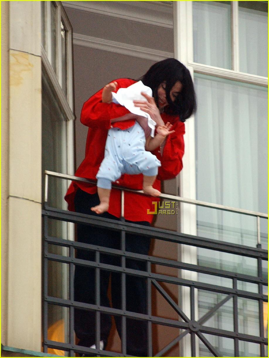 Michael jackson balcony baby - mtopsys.com.