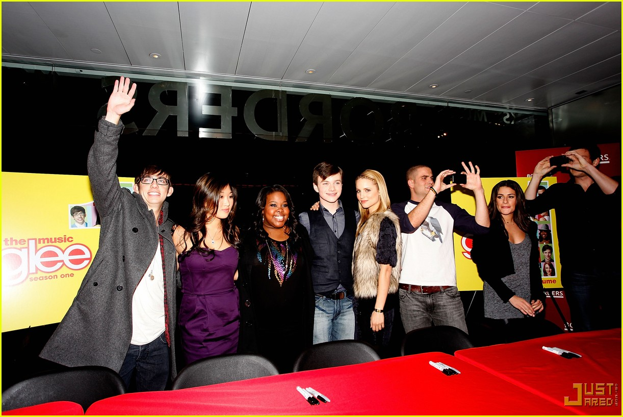 glee cast autograph signings 04