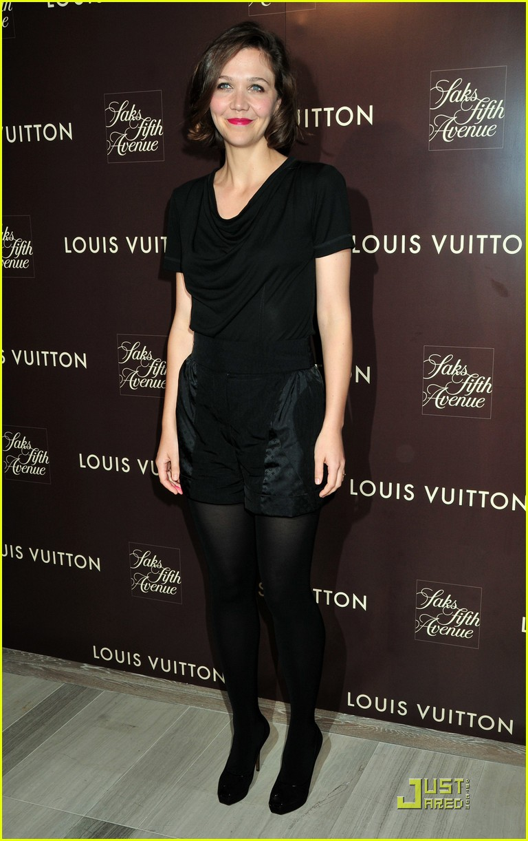 maggie gyllenhaal loves the louis vuitton cruise collection 27
