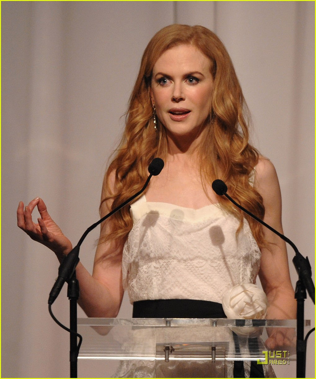 nicole kidman vogue fashion fund awards 04