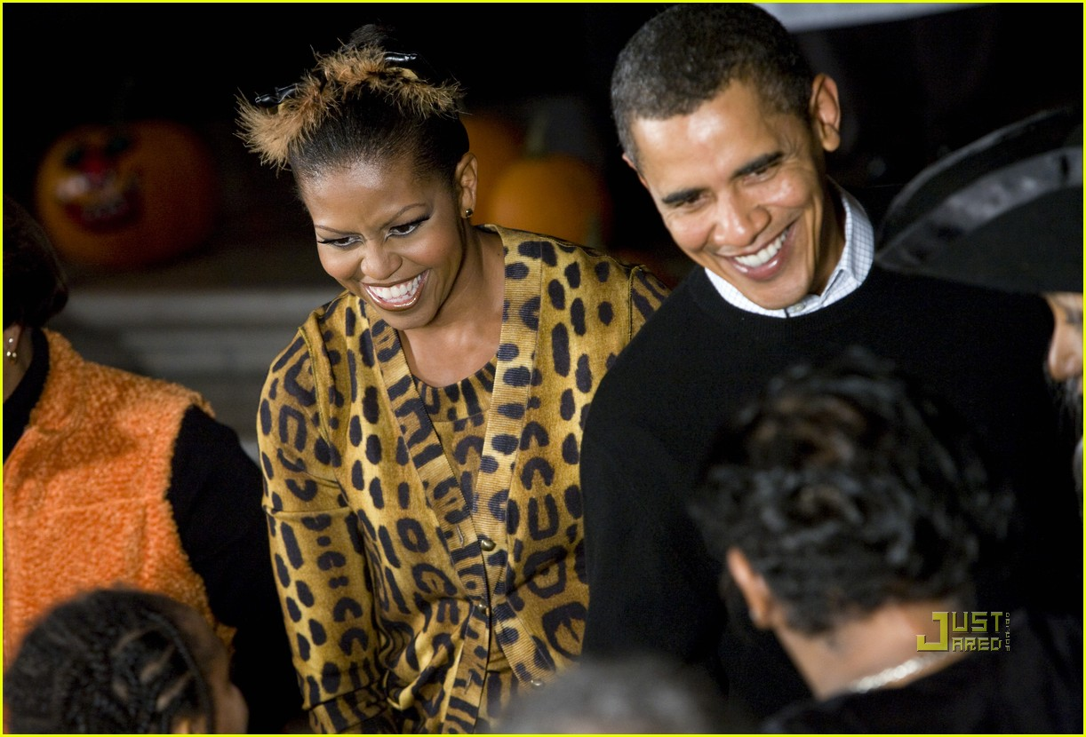 michelle obama trick of treating white house 08