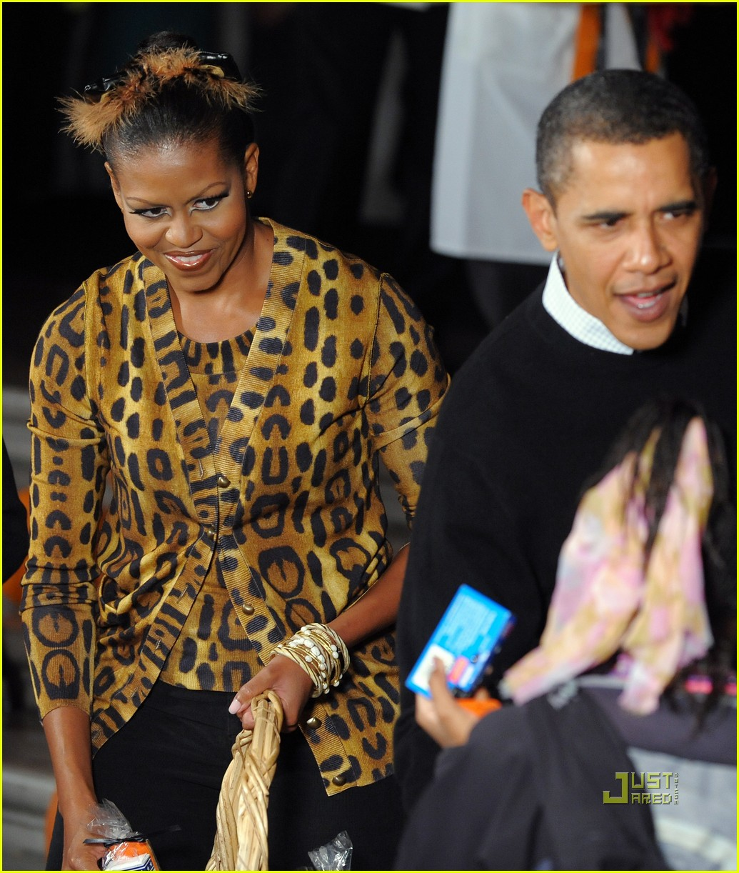 michelle obama trick of treating white house 27