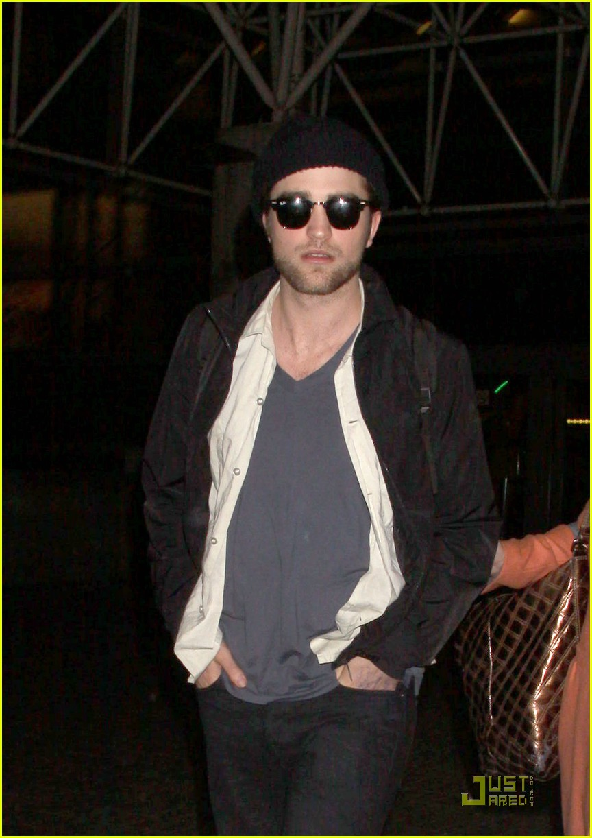 robert pattinson kristen stewart touchdown 022379202