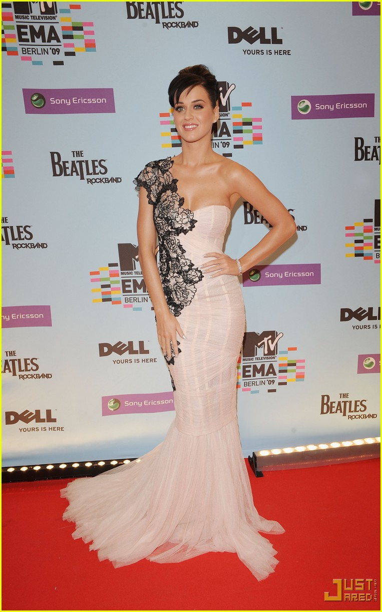 katy perry mtv emas red carpet 012336012
