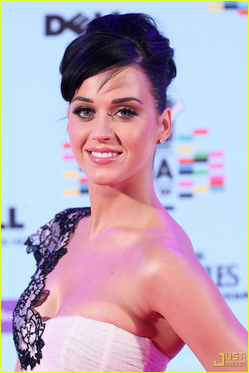 katy perry mtv emas red carpet 02