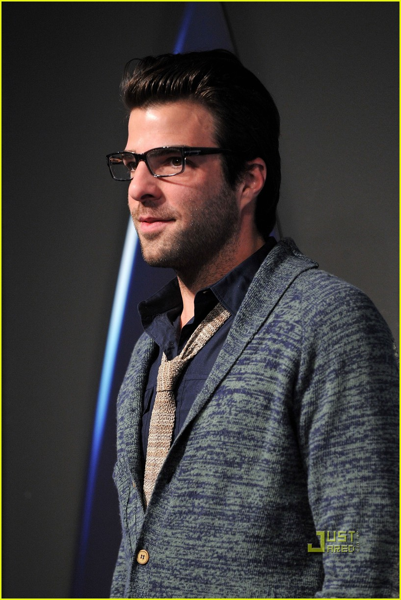 zachary quinto zoe saldana star trek dvd release party 12