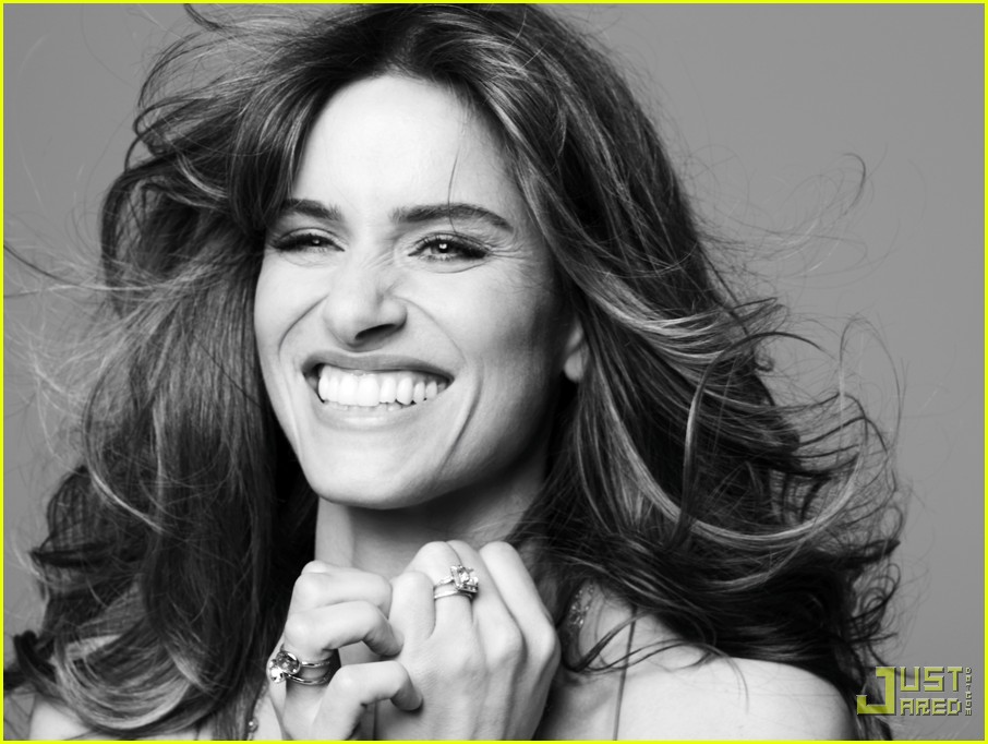 amanda peet self magazine december 2009 02
