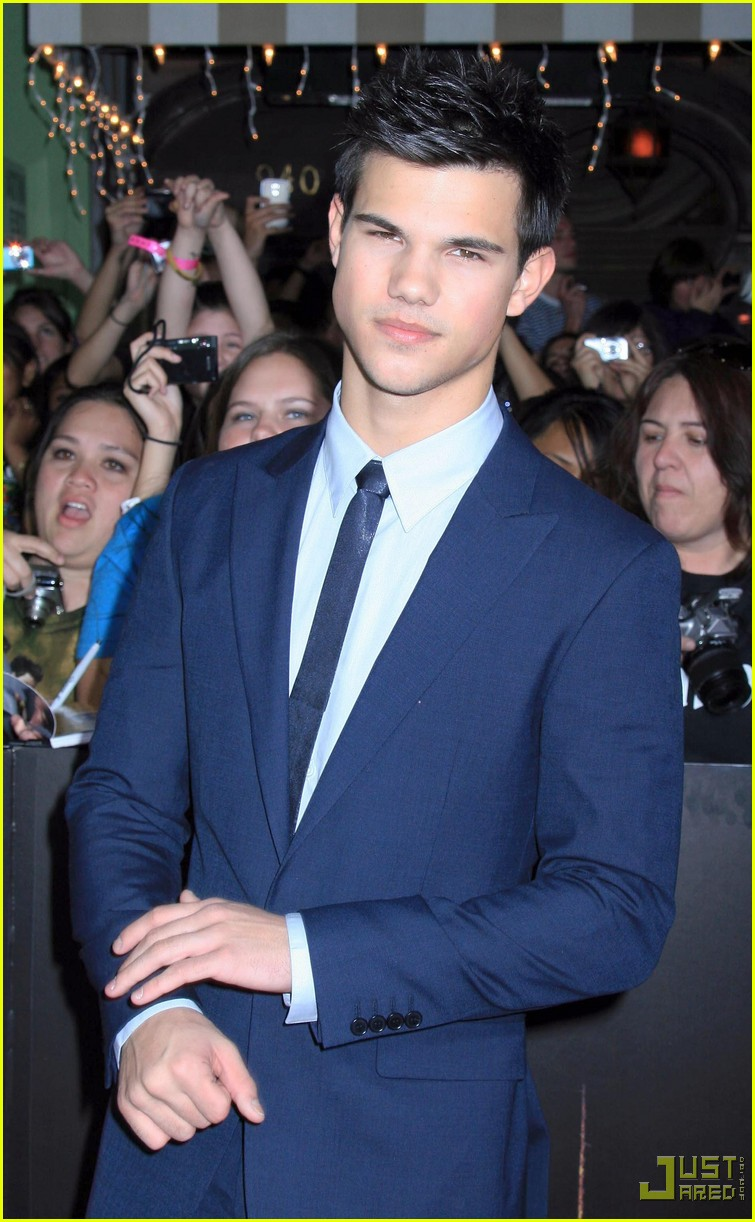 kristen stewart taylor lautner twilight premiere 17