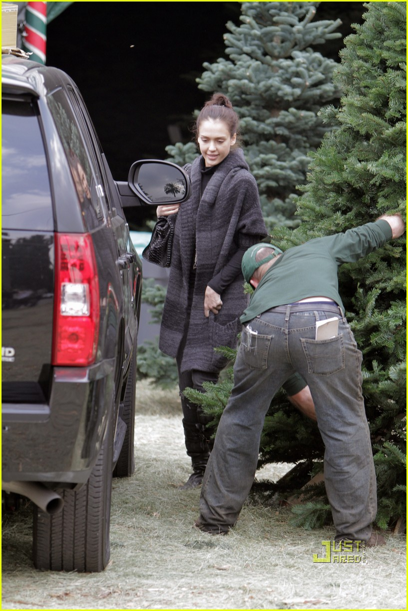jessica alba christmas tree shopping 232400057