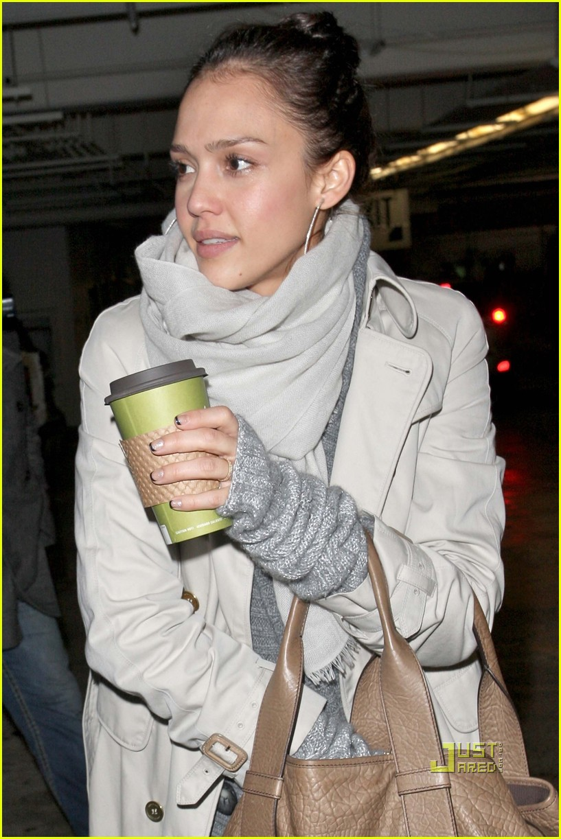 jessica alba whole foods supermarket 22