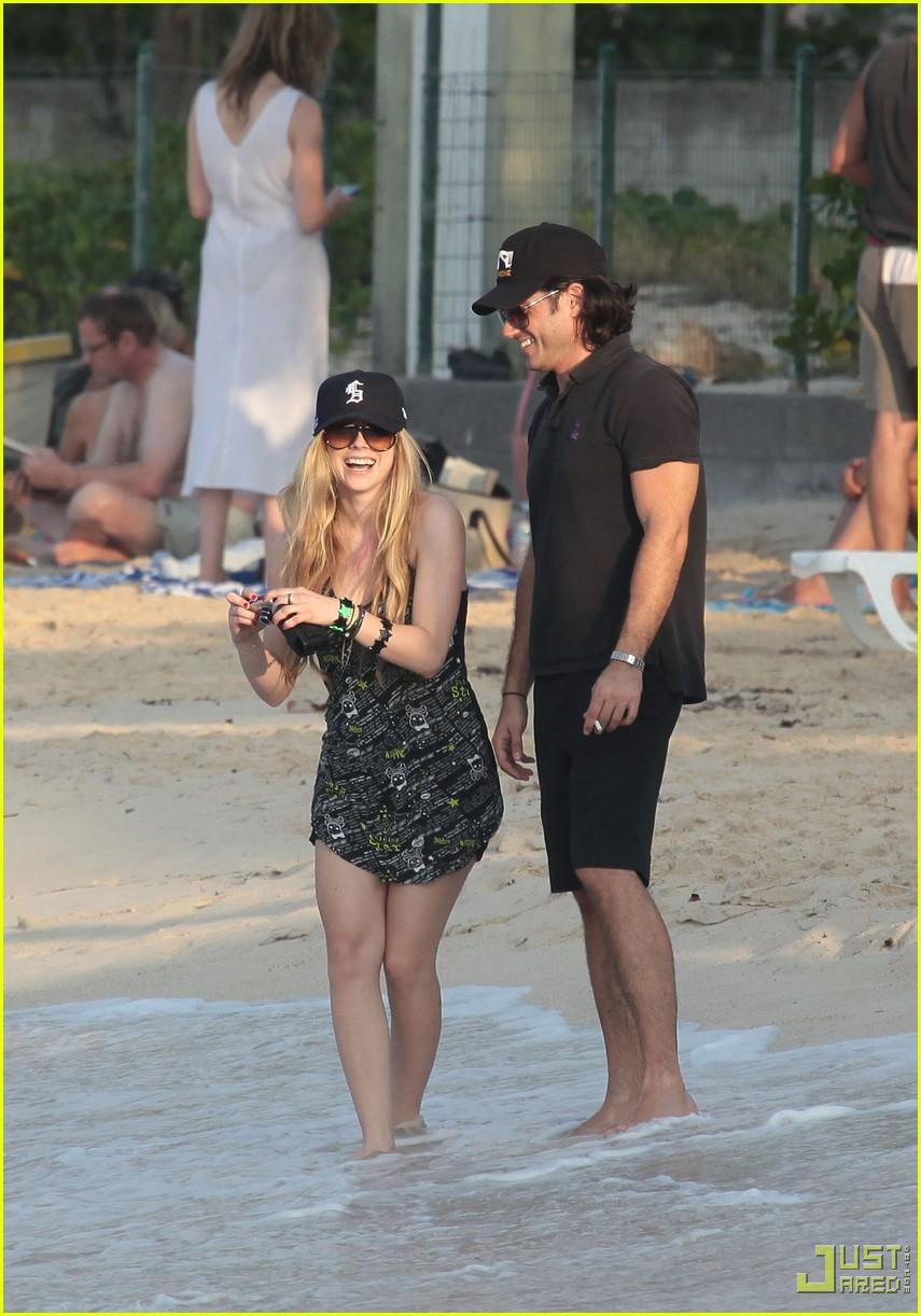 Full Sized Photo of avril lavigne boyfriend beach st barts ... Avril Lavigne Boyfriend