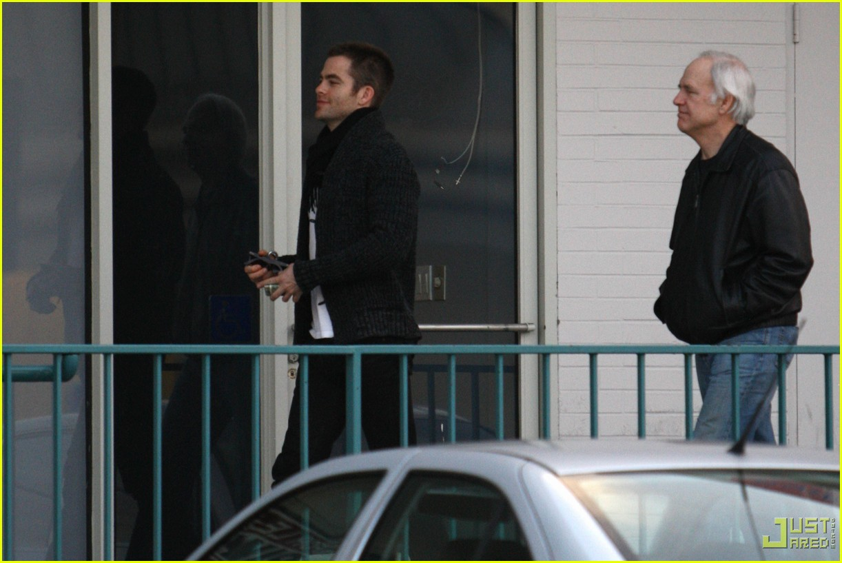 chris pine dad the counter 14