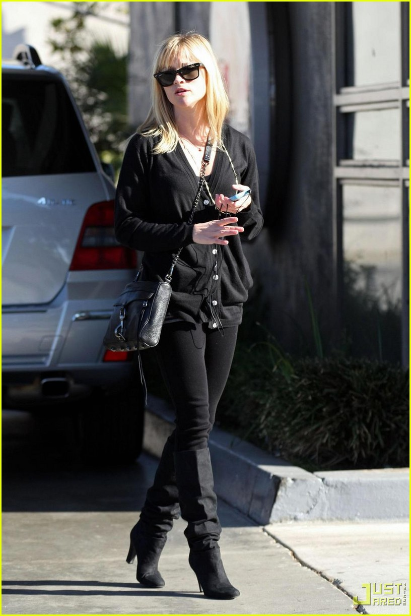 reese witherspoon convenience store 04
