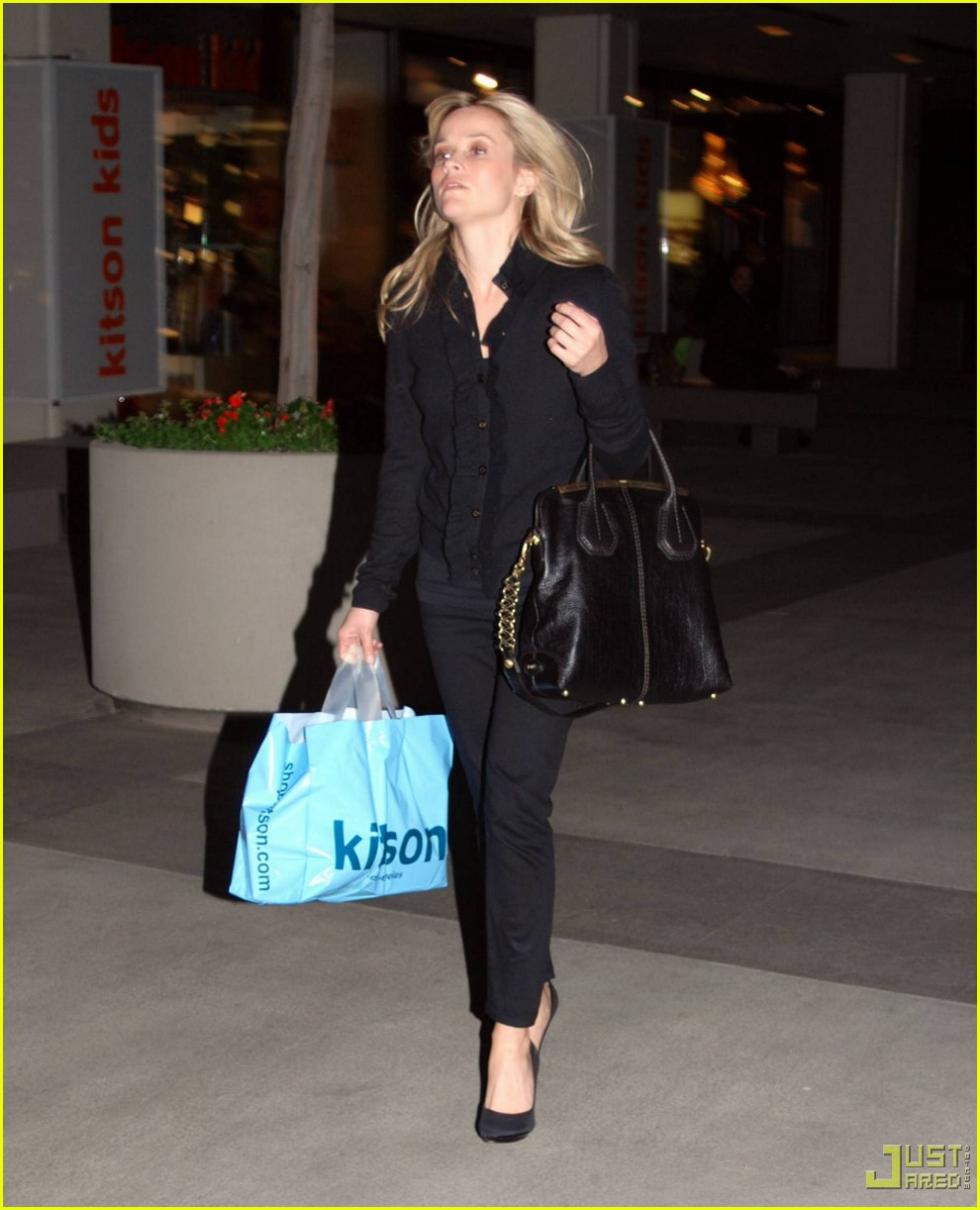 reese witherspoon single shopping kitson 07