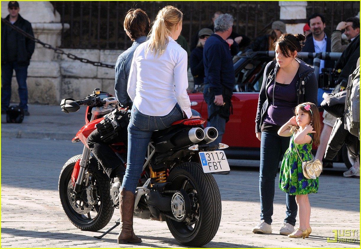 suri cruise isabella knight and day 10