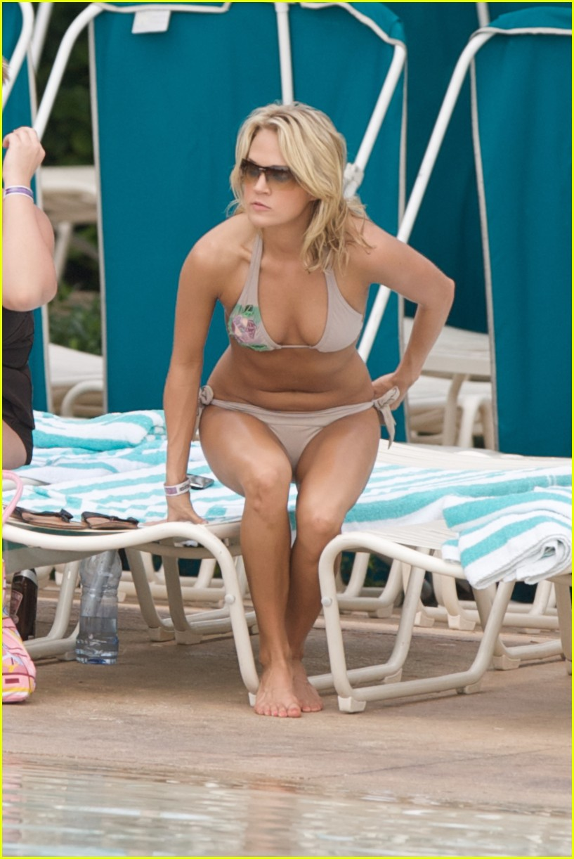 carrie underwood bikini beach bahamas 01