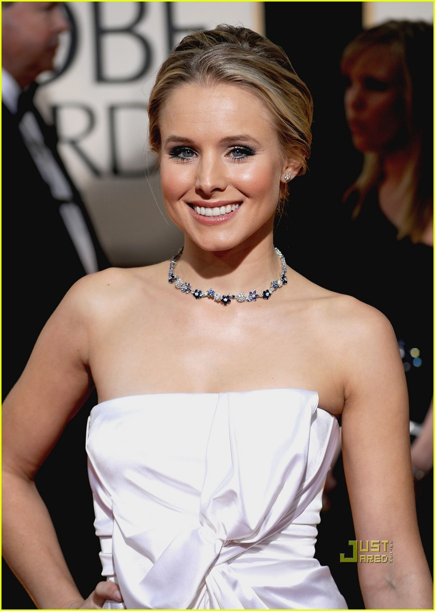 kristen bell 2010 golden globes red carpet 01