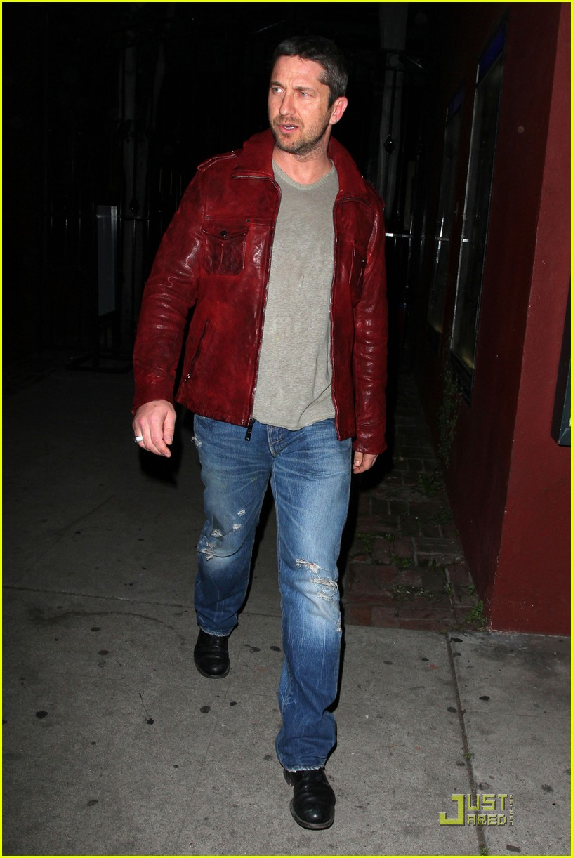 gerard butler cleared battery charges 08
