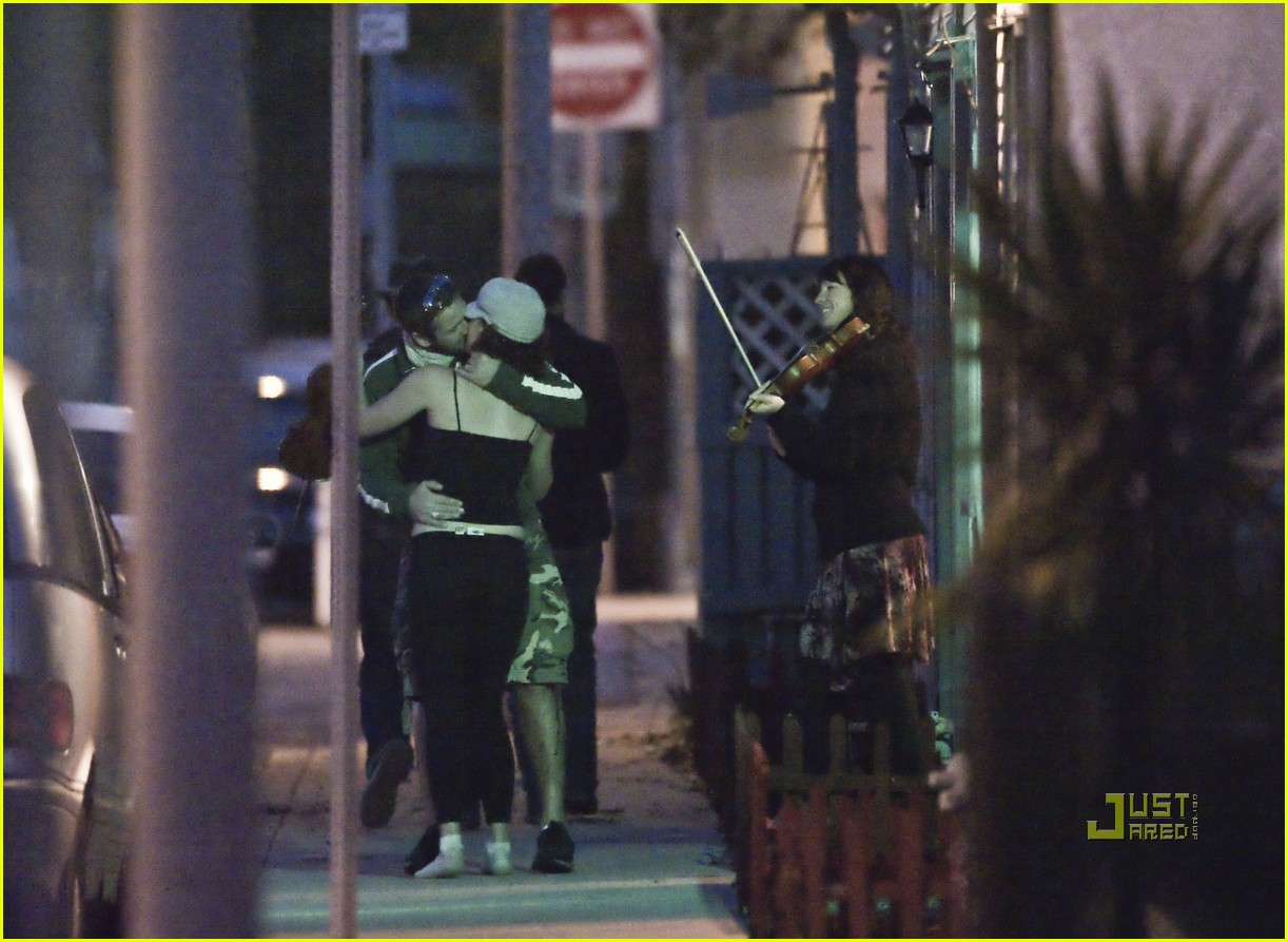 Full Sized Photo of gerard butler kissing violinist 14 ... Gerard Butler From