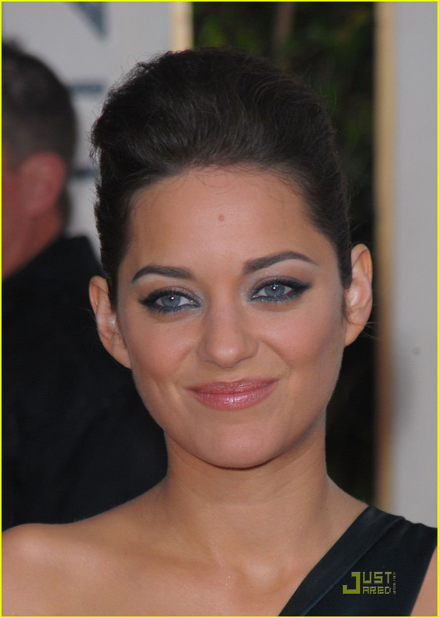 marion cotillard 2010 golden globe awards red carpet 02