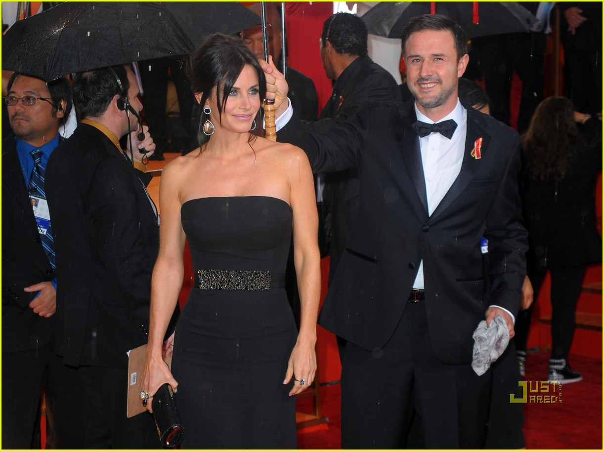 courteney cox 2010 golden globes red carpet 02