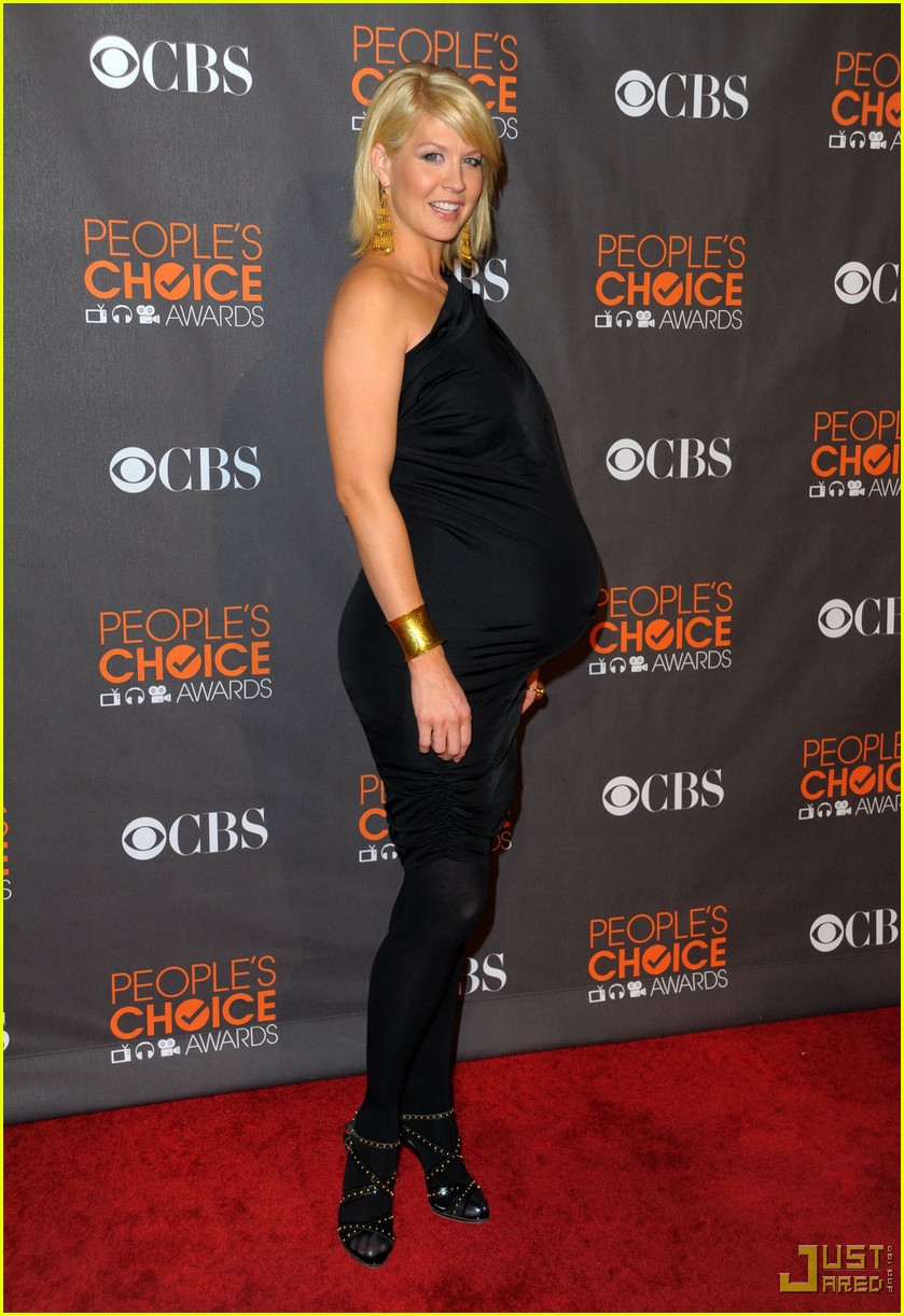 jenna elfman 2010 peoples choice awards red carpet 04