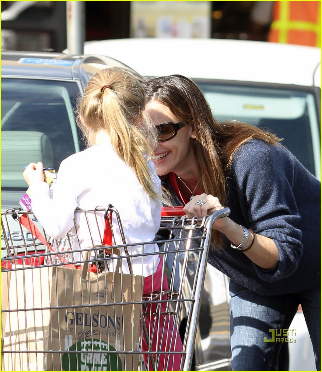 jennifer garner shopping cart violet affleck 08