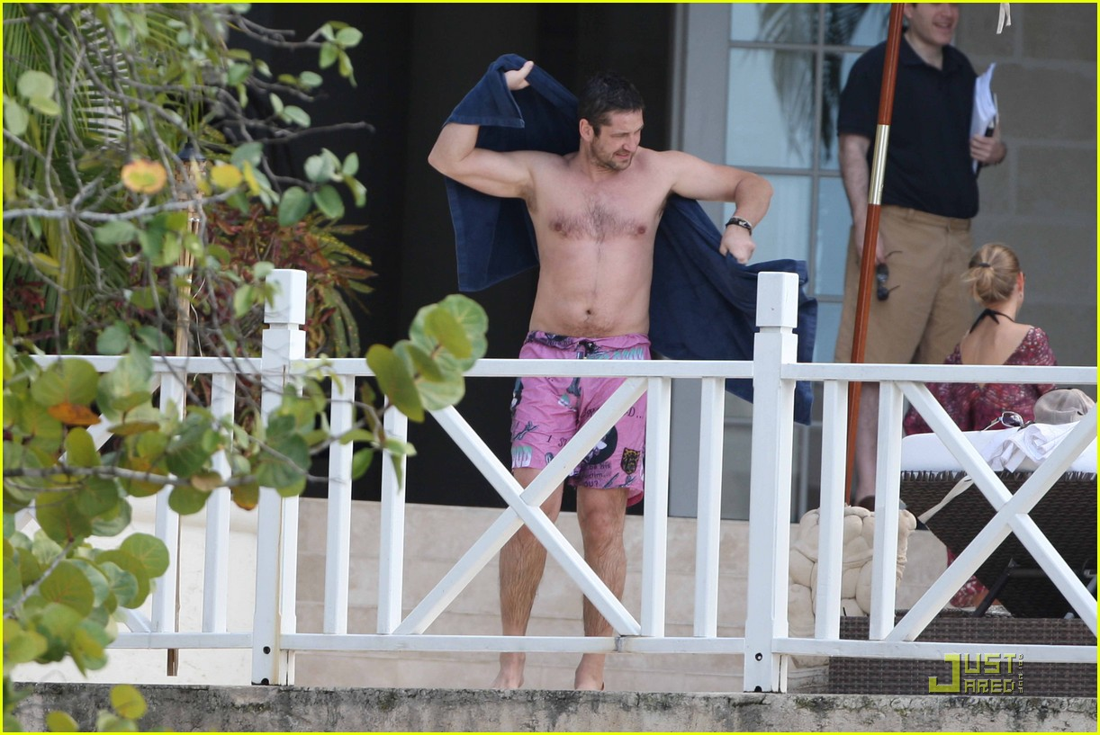 gerard butler shirtless barbados 07