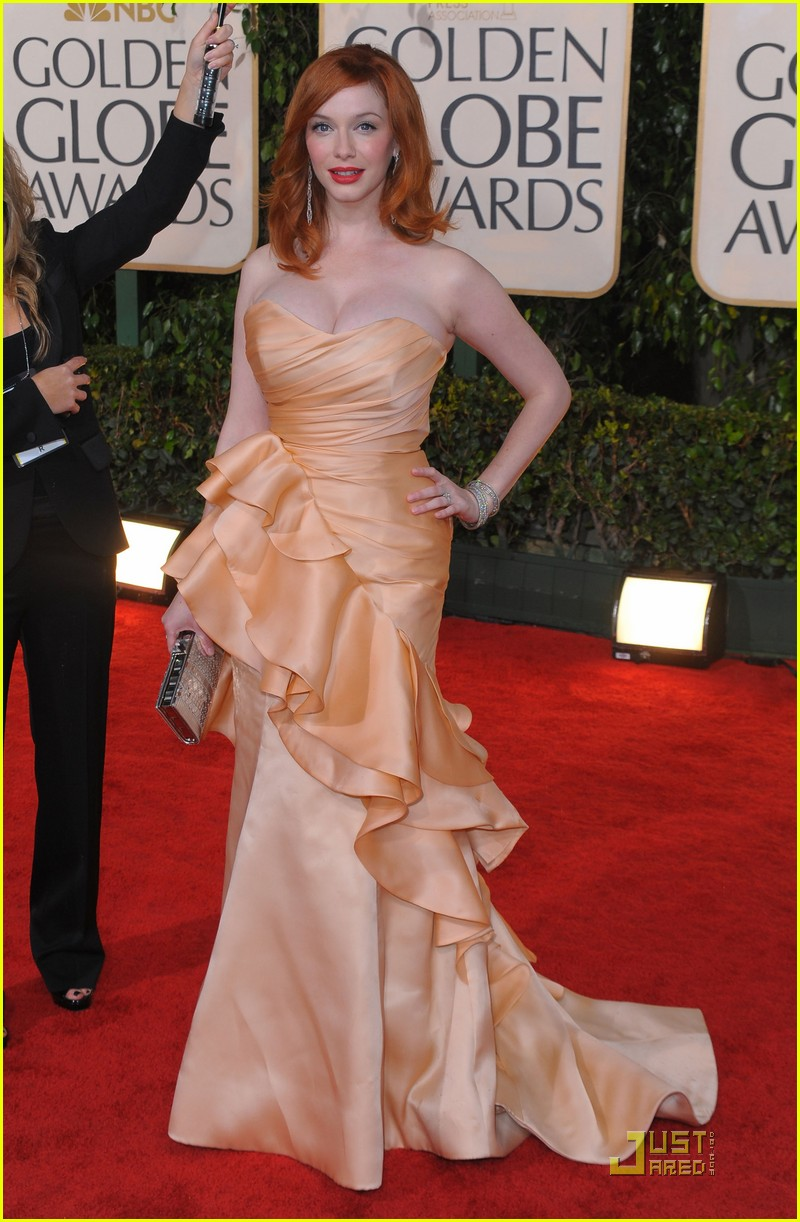 christina hendricks 2010 golden globe awards red carpet 062409197