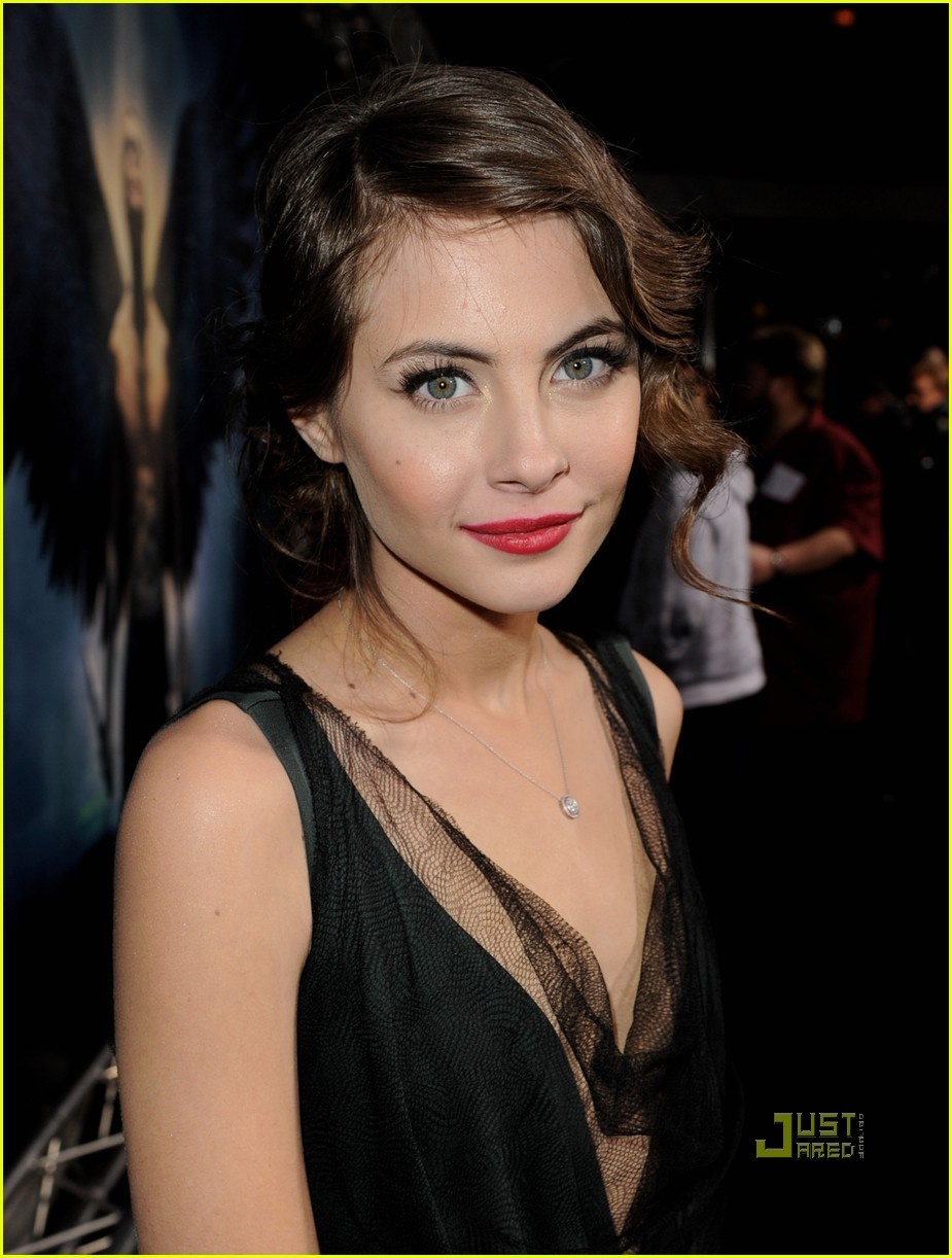 willa holland help haiti nails legion premiere 05