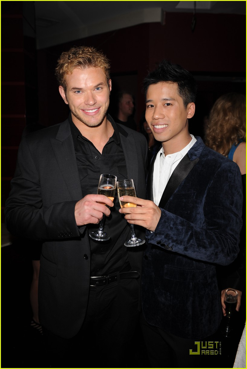 kellan lutz just jared new years party 01