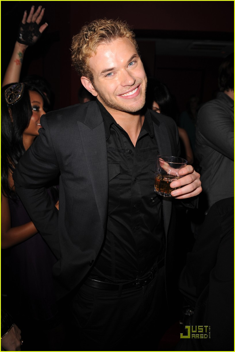 kellan lutz just jared new years party 032405359