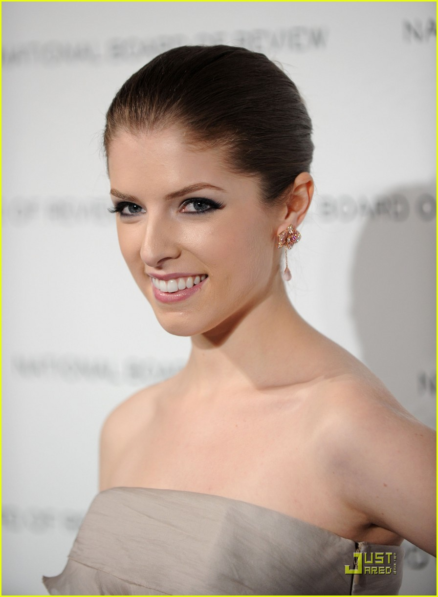 anna kendrick is up in the air 04