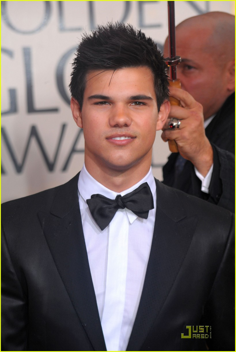 taylor lautner golden globes 2010 03