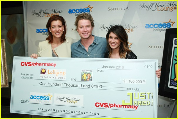 kate walsh shenae grimes lollipop buddies 04
