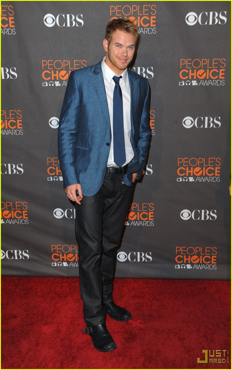 kellan lutz 2010 peoples choice awards red carpet 01