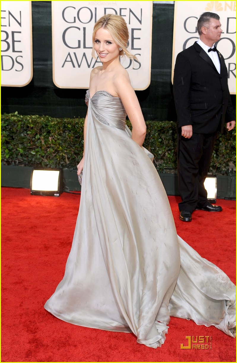 jayma mays dianna agron 2010 golden globe awards red carpet 06