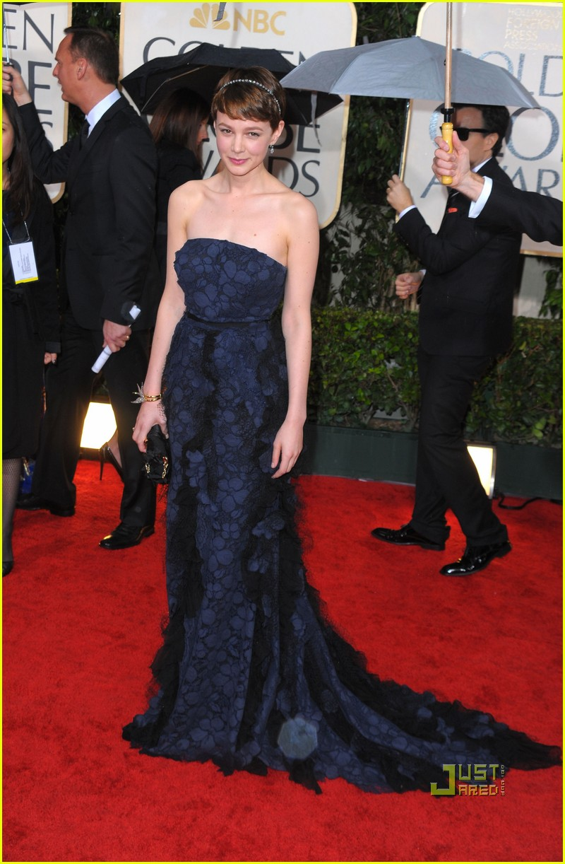 carey mulligan 2010 golden globes red carpet 04