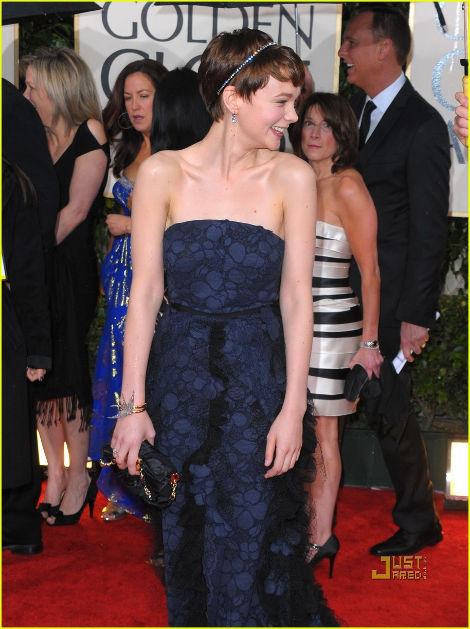 carey mulligan 2010 golden globes red carpet 06