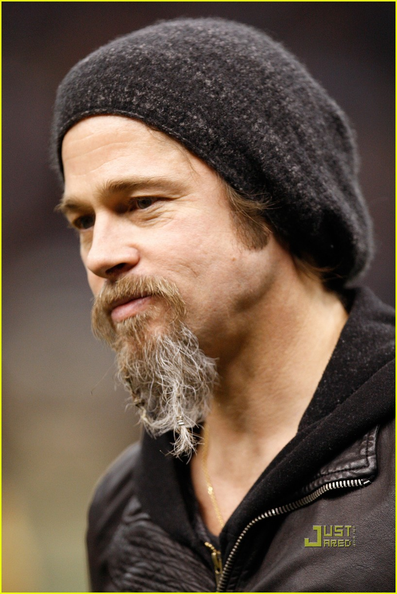 brad pitt maddox new orleans football game 02