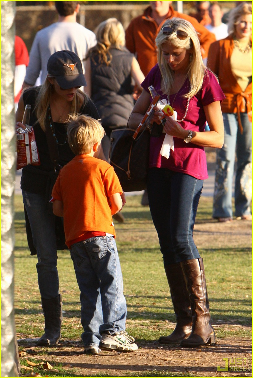 reese witherspoon deacon phillippe national championship game longhorns 072406957