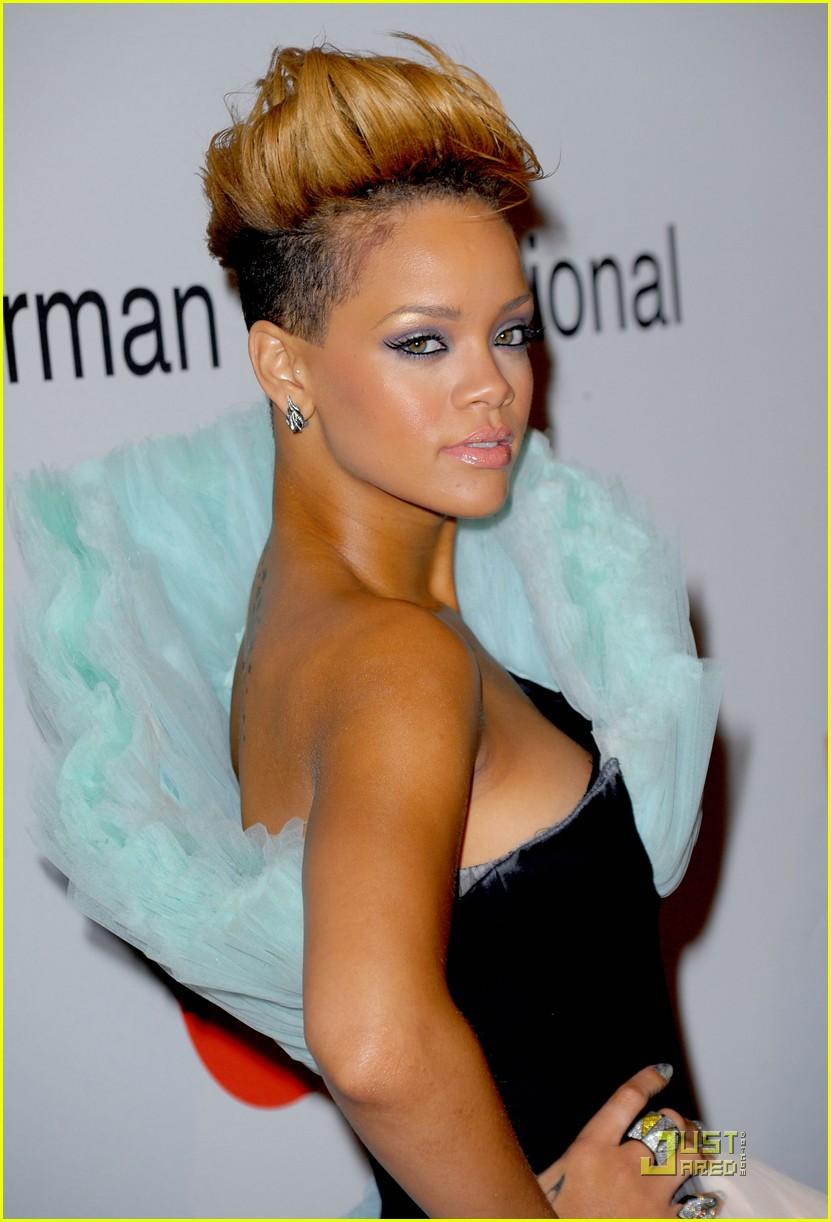 Rihanna Rocks Clive Davis Grammys Party Photo 2412851