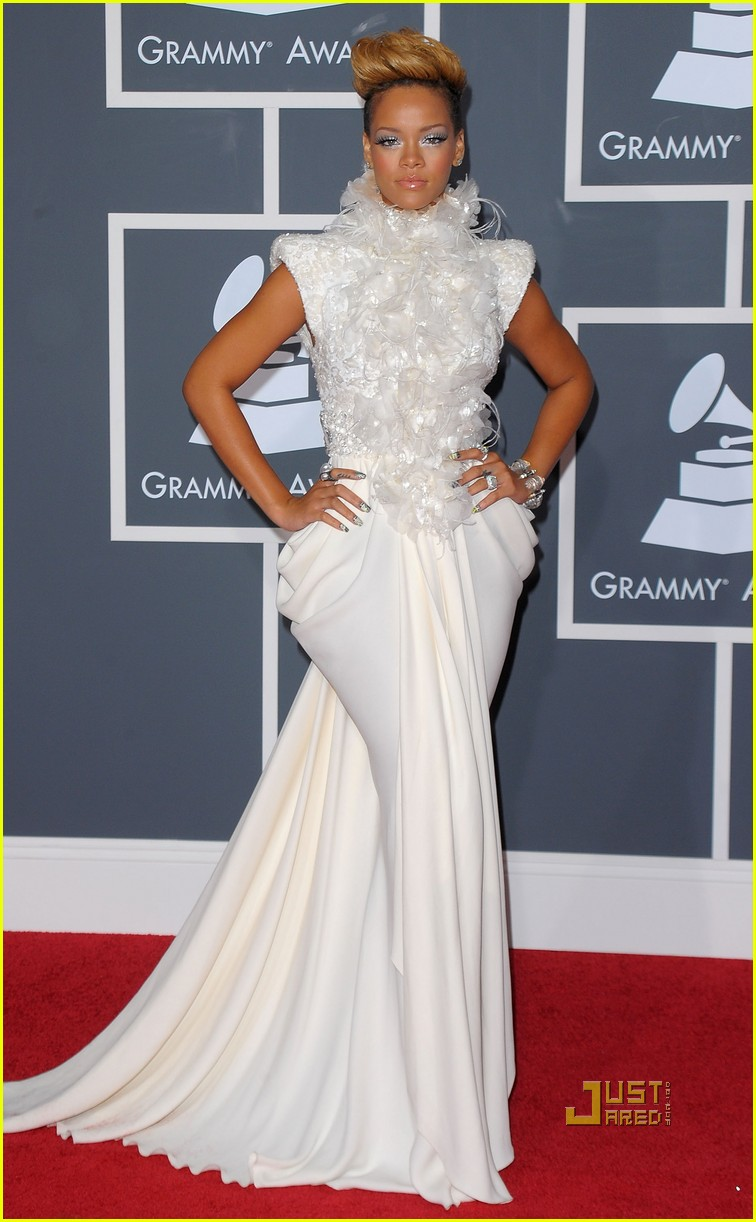 rihanna grammys red carpet 2010 01