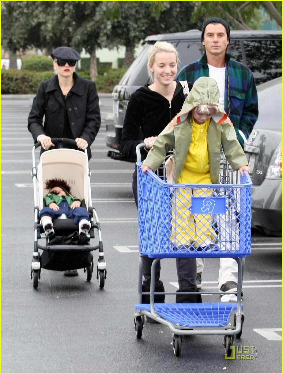 gwen stefani rossdale buying boys 09