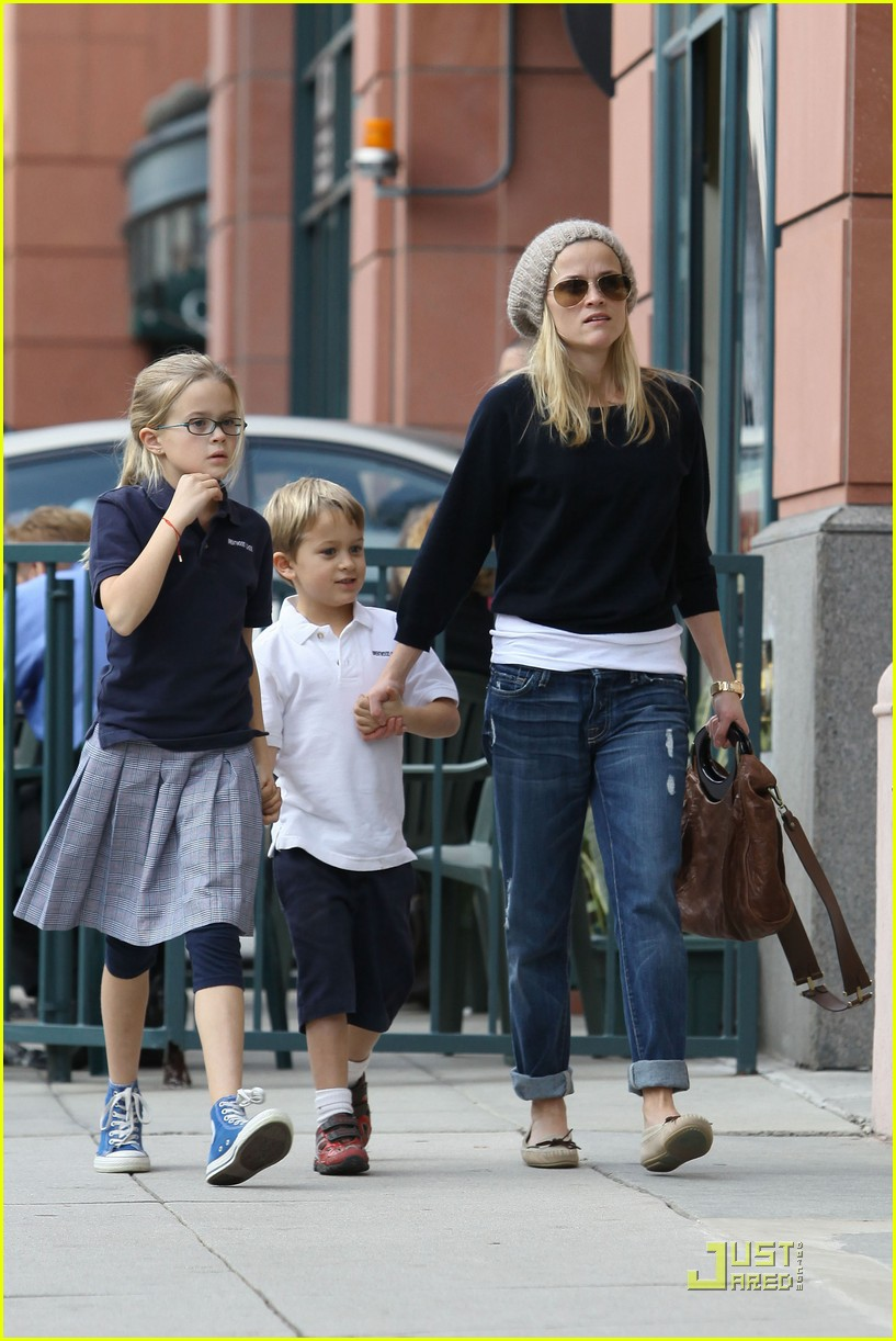 reese witherspoon hand holding 10