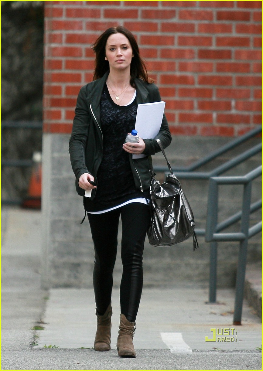 emily blunt 27th birthday work out meeting 01