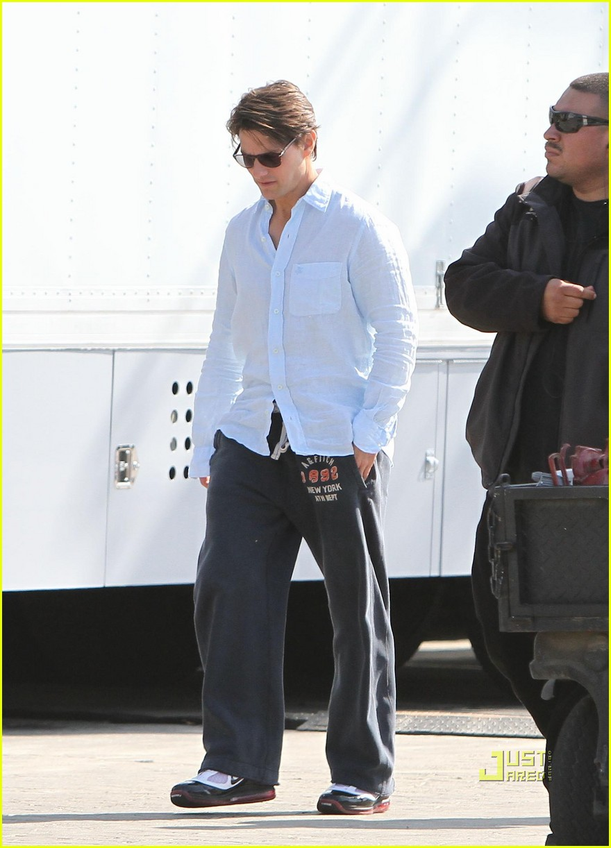 tom cruise knight and day sweatpants 01