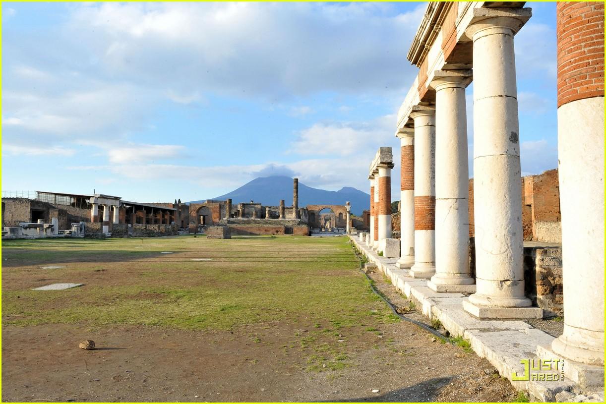 leonardo dicaprio bar refaeli play in pompei 13